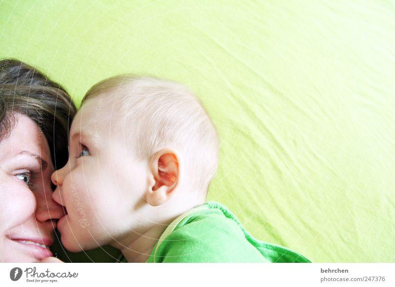 (b)engel Mensch Frau grün Freude Gesicht Erwachsene Auge Liebe Haare & Frisuren Glück lustig Baby Mund maskulin Nase Fröhlichkeit