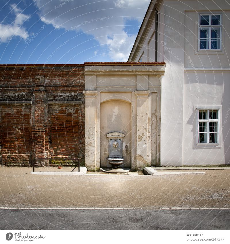 Geschichtsschichten Himmel alt blau weiß Wolken Fenster Wand Architektur Gebäude Mauer braun Fassade Park Europa Bauwerk Burg oder Schloss