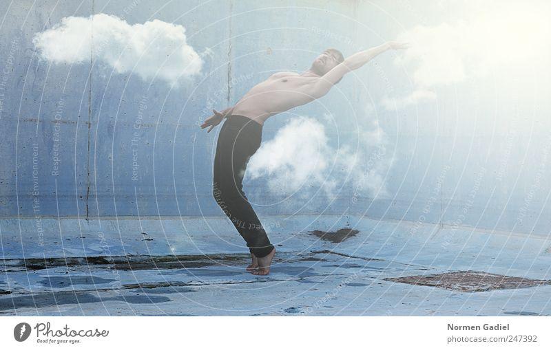 Sky Körper Gesundheit Leben Wohlgefühl Mensch maskulin Junger Mann Jugendliche Erwachsene Haut Arme Hand 1 18-30 Jahre Himmel Wolken Sommer Hose Fitness träumen
