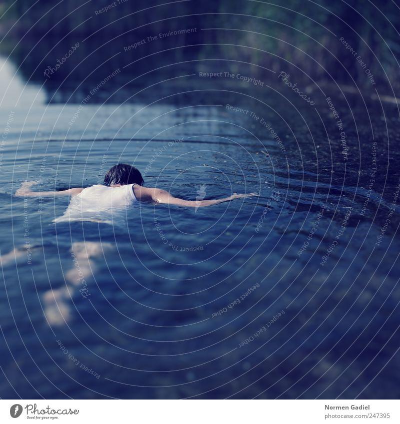 still alive Mensch Mann Jugendliche blau Wasser Erwachsene Erholung Tod kalt See Rücken Arme Schwimmen & Baden Haut nass maskulin