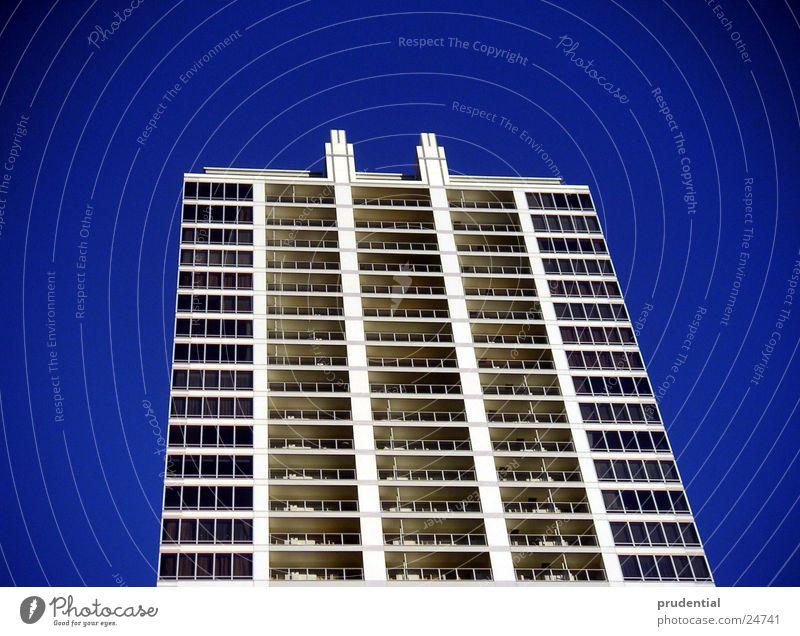 platte mit blau Architektur Beton Hochhaus Leiter Japan Tokyo