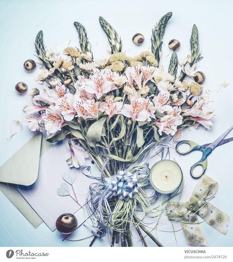 Blumenstrauß mit Grußkarte und Kerze Stil Design Dekoration & Verzierung Feste & Feiern Muttertag Hochzeit Geburtstag Pflanze Schreibwaren Papier Schleife Liebe