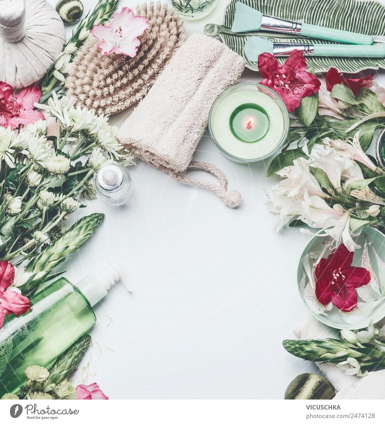 Spa, Wellnes und Kosmetik Composing mit Blumen auf weiß Lifestyle Stil Design schön Körperpflege Gesundheit Wellness Erholung Massage Pflanze Rose