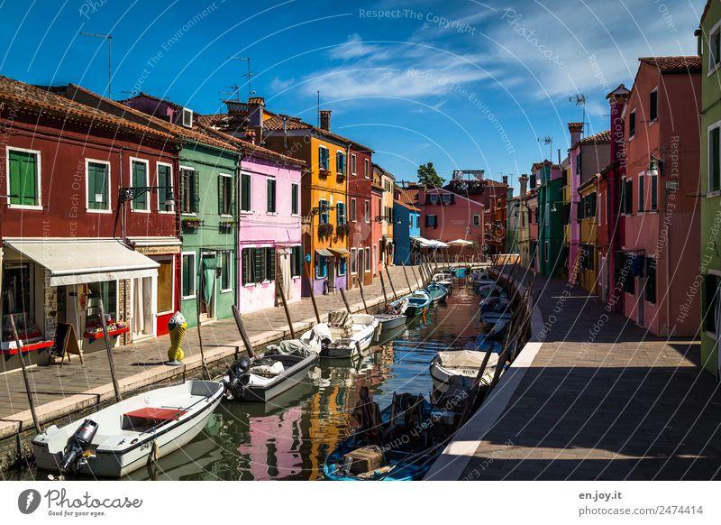 Die Ruhe vor dem Sturm Ferien & Urlaub & Reisen Farbe Haus Tourismus Fassade Ausflug Häusliches Leben Europa Italien Sehenswürdigkeit Wahrzeichen Bürgersteig