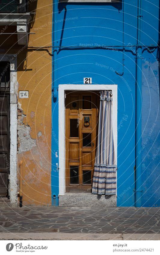 Sonnenschutz Ferien & Urlaub & Reisen Sightseeing Städtereise Häusliches Leben Haus Burano Venedig Italien Dorf Altstadt Gebäude Fassade Tür alt kaputt Stadt