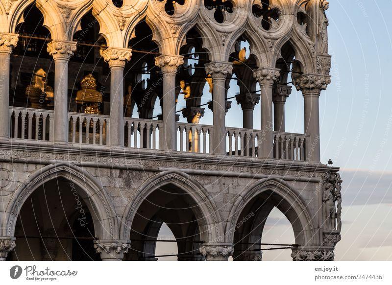 luftig Ferien & Urlaub & Reisen Sightseeing Städtereise Venedig Italien Stadt Altstadt Palast Gebäude Architektur Fassade Balkon Terrasse Arkaden