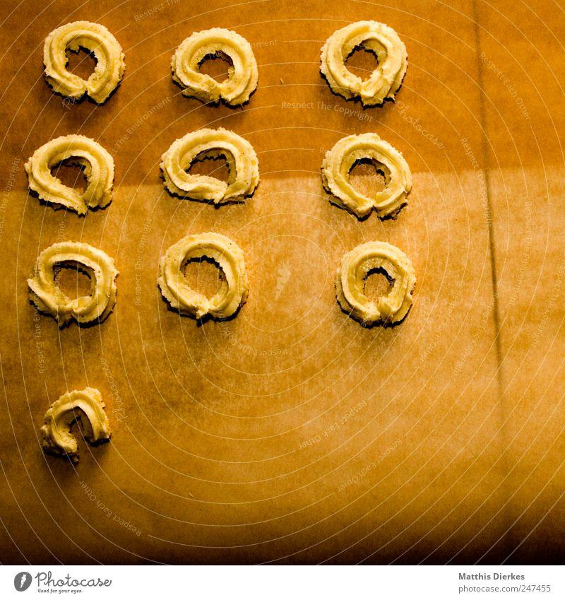 Ab heute... Lebensmittel Getreide Teigwaren Backwaren Dessert Süßwaren Ernährung Bioprodukte Vegetarische Ernährung Fingerfood lecker gelb gold Keks Plätzchen