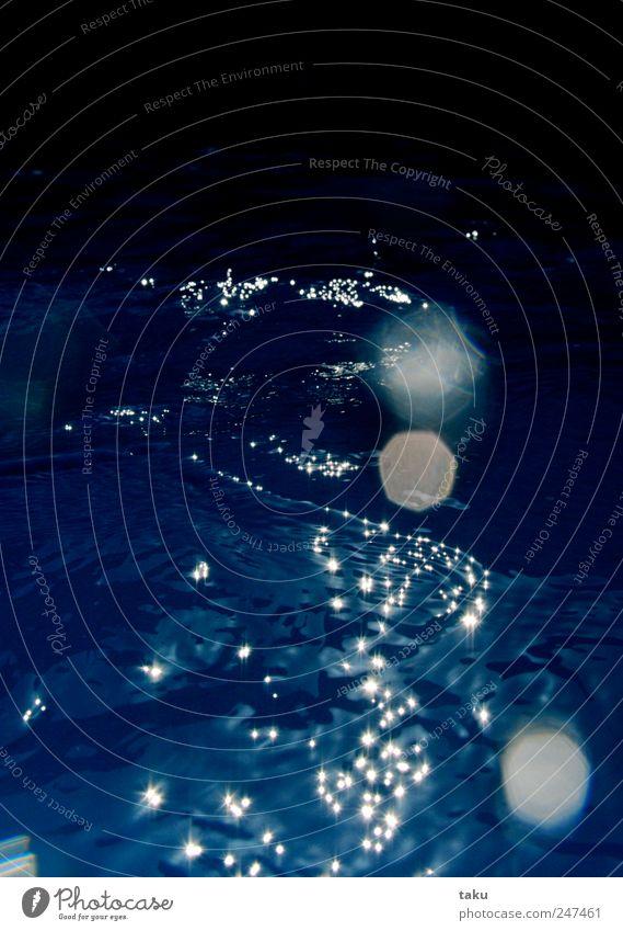 POOL Sommer Schwimmbad Wasser Tropfen blau Sinnesorgane Stimmung träumen Farbfoto Außenaufnahme Textfreiraum oben