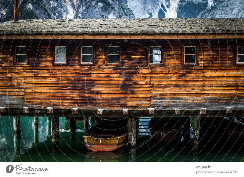 gesteltzt Freizeit & Hobby Ferien & Urlaub & Reisen Ausflug Berge u. Gebirge Alpen See Pragser Wildsee Hütte Bootshaus Fassade Fenster Ruderboot Holz Abenteuer