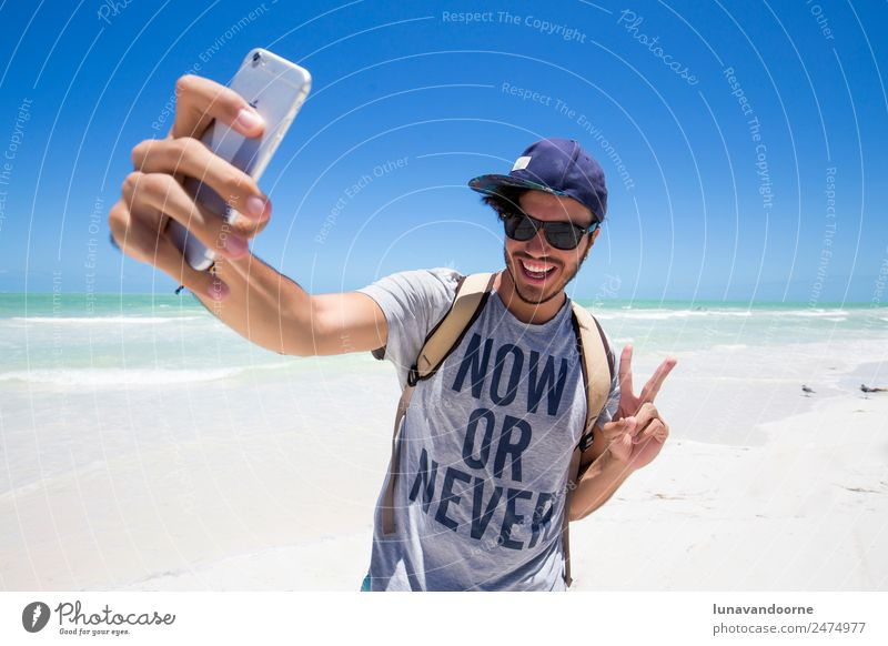 Mensch Ferien & Urlaub & Reisen Mann Sommer Freude Strand Erwachsene Lifestyle lustig Glück modern Lächeln Coolness Frieden Hut exotisch