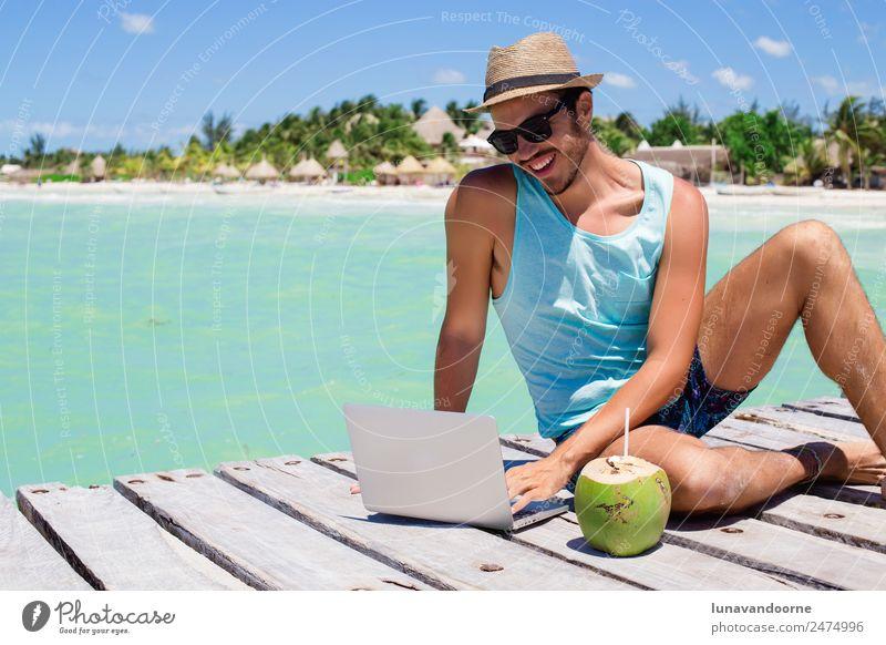 Mensch Ferien & Urlaub & Reisen Mann Sommer Erholung Strand Erwachsene Lifestyle Business Arbeit & Erwerbstätigkeit Technik & Technologie Computer Internet Hut
