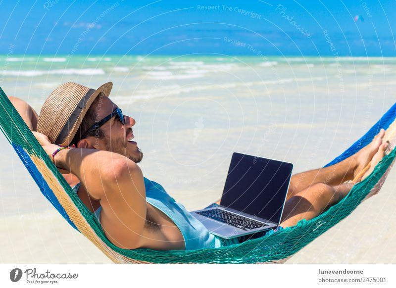 Mensch Ferien & Urlaub & Reisen Mann Sommer Strand Erwachsene Lifestyle Business Arbeit & Erwerbstätigkeit Technik & Technologie Computer Internet Hut
