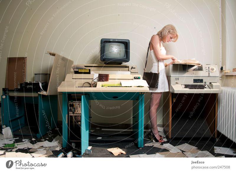#247508 Bildung Berufsausbildung Azubi Praktikum Arbeit & Erwerbstätigkeit Büroarbeit Arbeitsplatz Wirtschaft Business 1 Mensch Kleid blond Denken kaputt