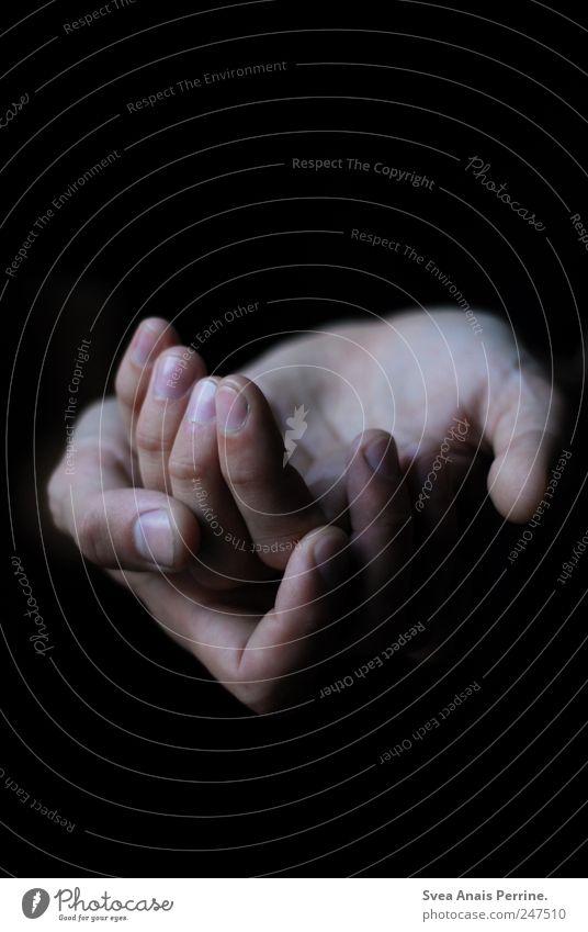 vergeblich. Haut Arme Hand Finger 1 Mensch festhalten Zusammensein Opferbereitschaft Selbstlosigkeit dankbar geduldig ruhig sparsam Schmerz Sehnsucht Heimweh