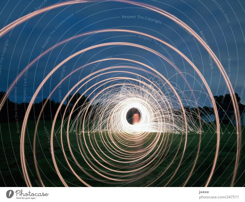 Tunnel der Liebe Mensch Himmel blau grün Liebe gelb rund drehen Strukturen & Formen Langzeitbelichtung Nacht Kreisel