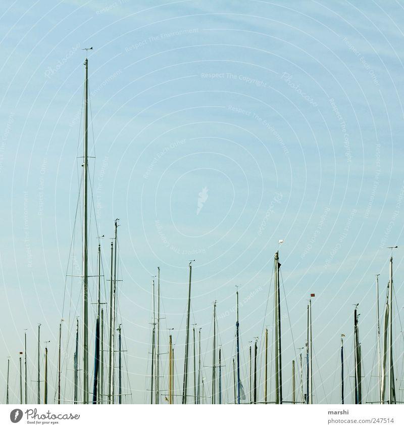 ||| Verkehr Schifffahrt Bootsfahrt Jacht Segelboot Segelschiff Hafen Jachthafen blau Himmel Mast Fahnenmast Linie Segeln Farbfoto Außenaufnahme
