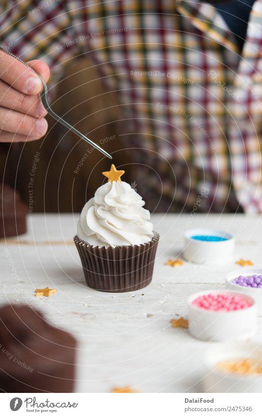 Cupcake Herstellung für die Weihnachtszeit Dessert Winter Dekoration & Verzierung Feste & Feiern Weihnachten & Advent Baum Holz lecker neu grün rot weiß