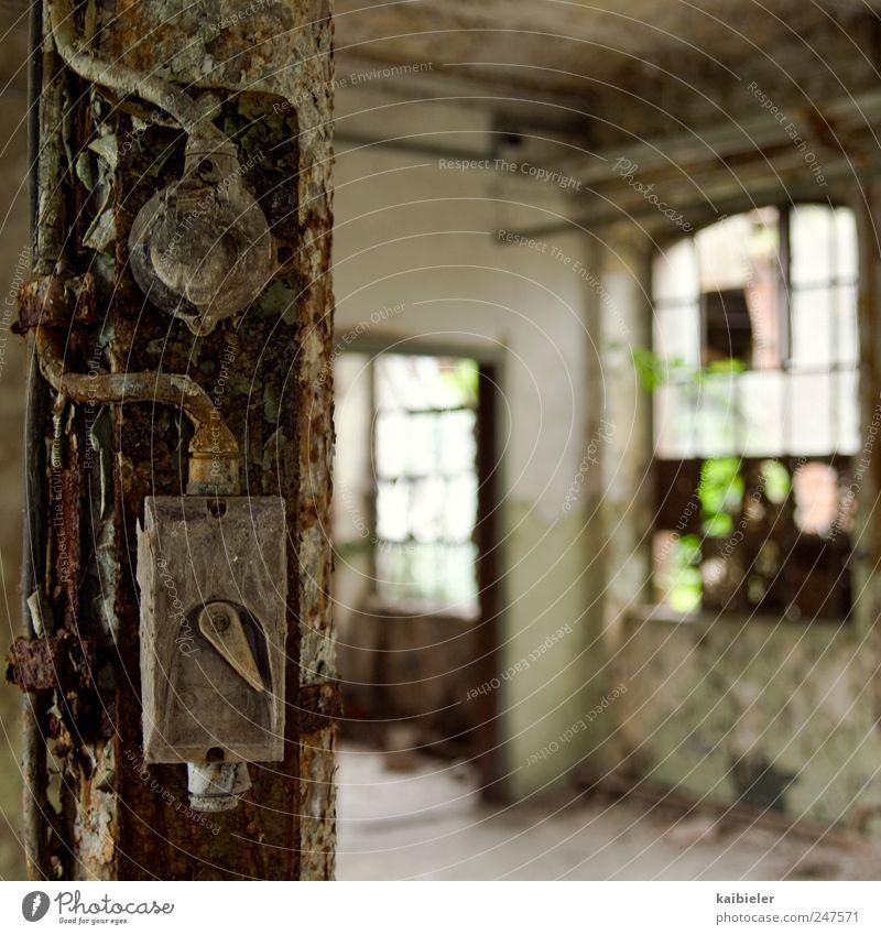Auszeit alt Wand Fenster Mauer Gebäude braun Pause Vergänglichkeit Fabrik verfallen historisch Vergangenheit Rost Verfall Schalter Industrieanlage