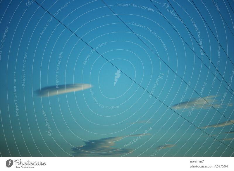 Himmelsleitungen blau Wolken ruhig Energiewirtschaft Kabel Leitung Schönes Wetter nur Himmel