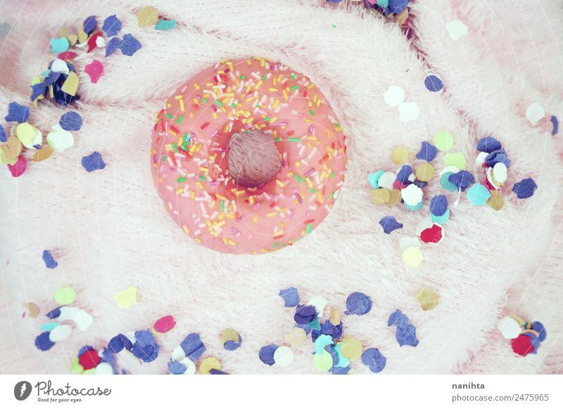 Rosa Donut umgeben von Konfetti Lebensmittel Kuchen Dessert Süßwaren Krapfen ungesund Fastfood Design Party Veranstaltung Feste & Feiern Geburtstag