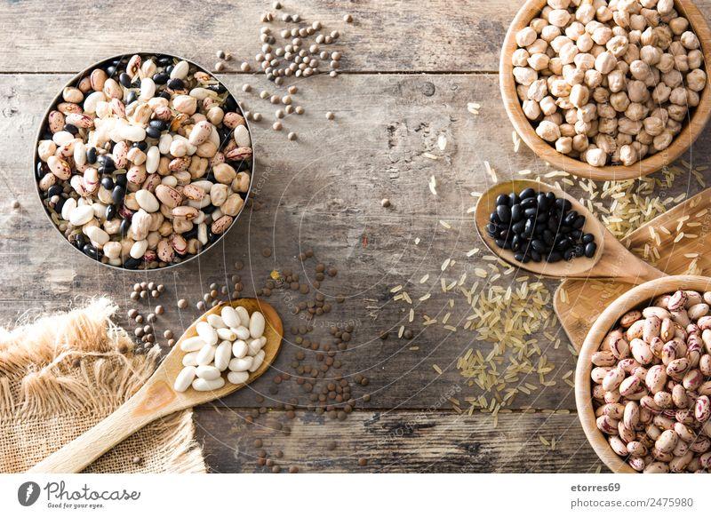 Ungekochte, sortierte Hülsenfrüchte in Holzschale Lebensmittel Gesunde Ernährung Foodfotografie Getreide Korn Essen Bioprodukte Vegetarische Ernährung Diät