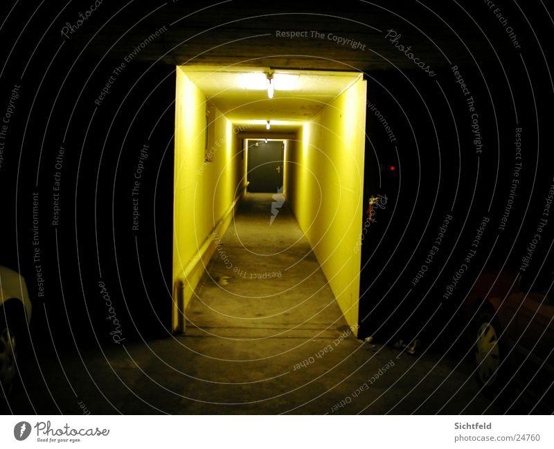 Unterirdisch Garage Licht unterirdisch vergangen Langzeitbelichtung Loch Wege & Pfade