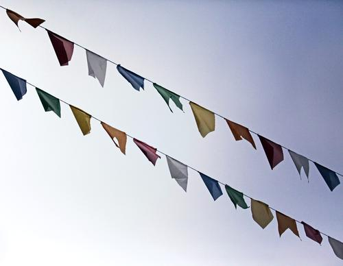 Vom Winde... Kunst ästhetisch Fahne Tibet Gebetsfahnen mehrfarbig Vielfältig wehen 2 Girlande festlich Himmel Religion & Glaube Feiertag Karneval Reihe