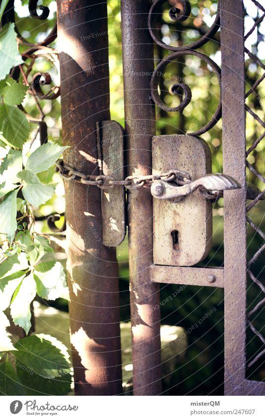Secret I. Pflanze ästhetisch mystisch geheimnisvoll Tor dunkel Gartentor Tür geschlossen Geheimgang hart Kette fantastisch Krimi Rost alt Düsterwald Verbote