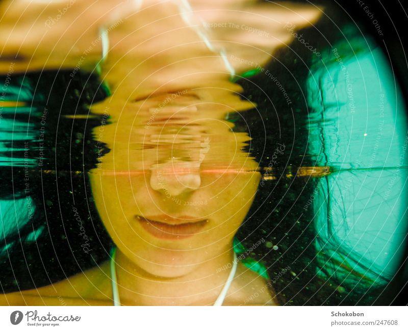 woman under water1 Wasser Jugendliche ruhig Erholung feminin träumen Erwachsene Mund Zufriedenheit Zeit Nase Schwimmen & Baden natürlich tauchen Spiegel hören