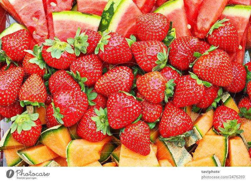 texturierter Strauß von Erdbeeren Frucht Dessert Ernährung Essen Vegetarische Ernährung Diät schön Natur glänzend frisch lecker natürlich saftig grün rot Farbe