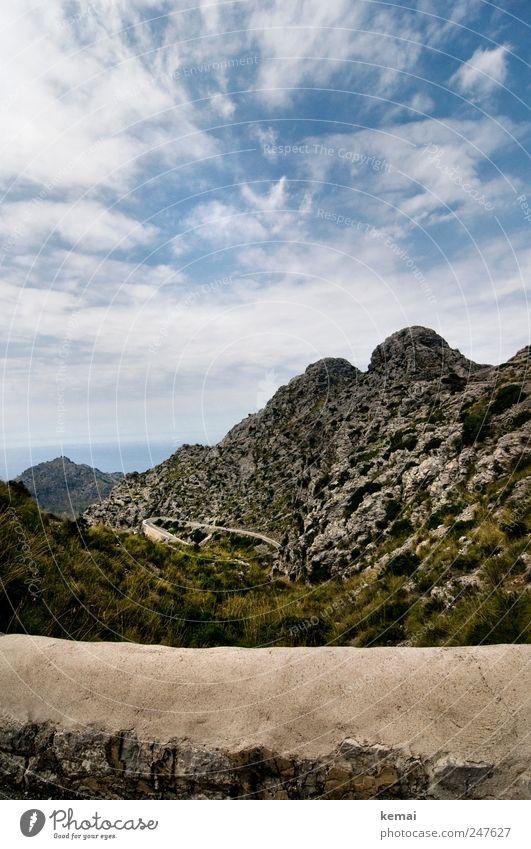Der Weg zum Meer Ferien & Urlaub & Reisen Tourismus Ausflug Sommerurlaub Insel Sa Calobra Umwelt Natur Landschaft Himmel Wolken Sonnenlicht Schönes Wetter Hügel