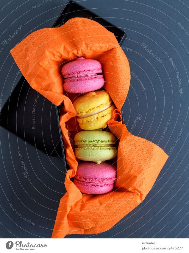 bunte Makronen Kuchen Dessert Süßwaren Essen hell gelb grün rosa schwarz Farbe Macaron Hintergrund Lebensmittel farbenfroh Vanille Französisch Aussicht Top süß