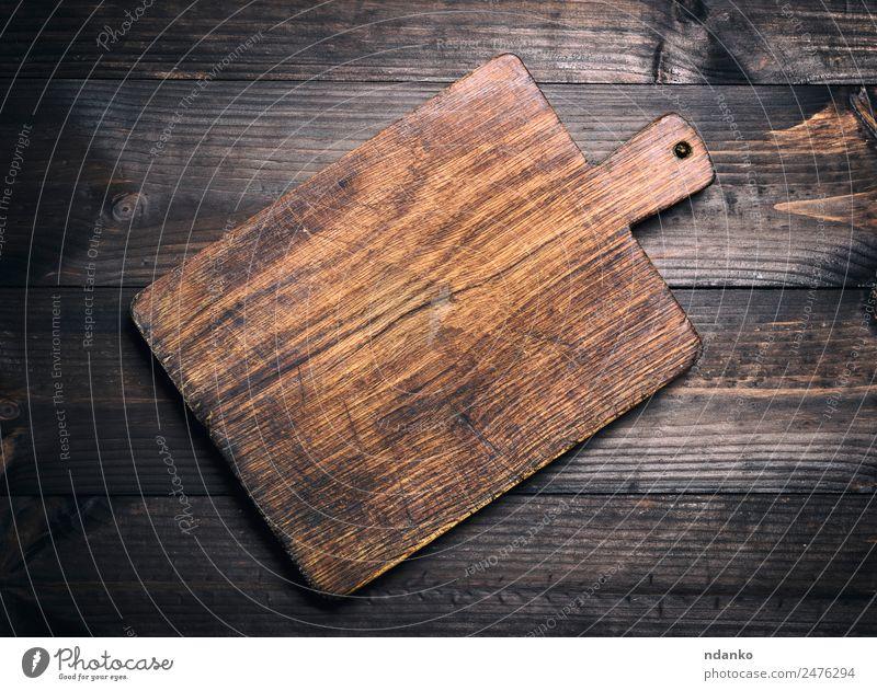 braunes Küchenschneidebrett aus Holz Schneidebrett alt dunkel natürlich retro Holzplatte Schneiden Hintergrund Essen zubereiten altehrwürdig zerkleinernd