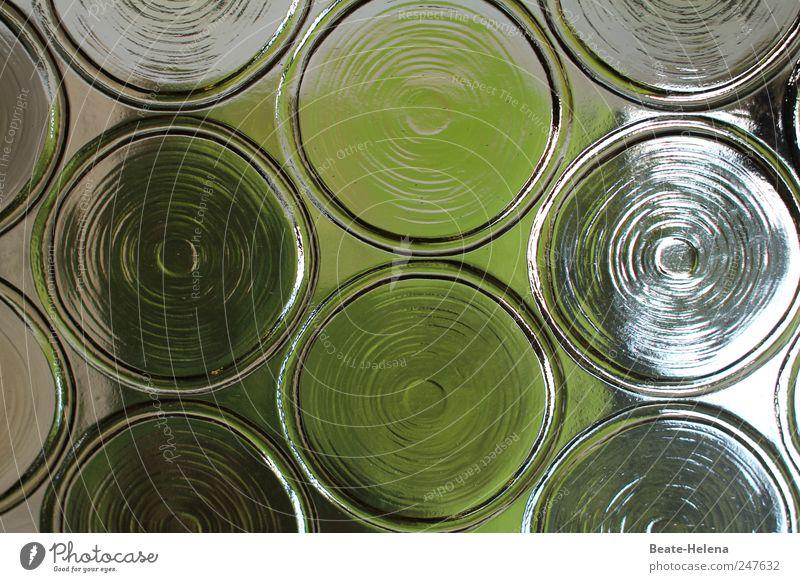 Kleiner Durchblick Häusliches Leben Wohnung Einfamilienhaus Tür Glas Blick grün weiß Kraft Vertrauen elegant durchsichtig Glasscheibe Glastür Muster Glasmuster