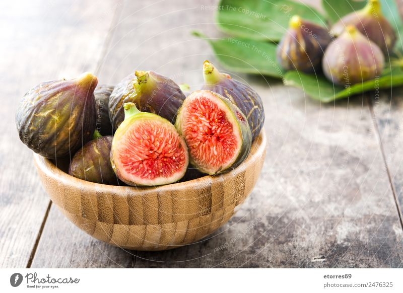 Frische Feigen auf Holzuntergrund Frucht Lebensmittel Gesunde Ernährung Foodfotografie Gesundheit frisch Antioxidans roh süß tropisch Vitamin weiß