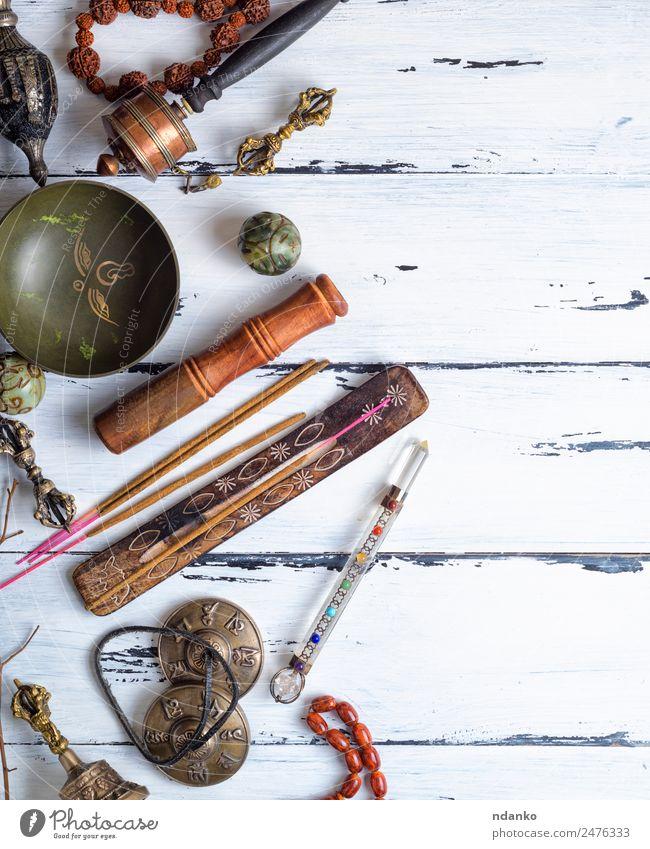 Tibetische religiöse Objekte für die Meditation Lifestyle Behandlung Alternativmedizin Medikament Erholung Holz alt oben retro weiß Gesundheitswesen