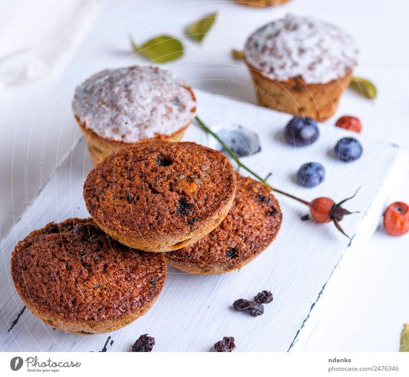 runde gebackene Muffins Kuchen Dessert Süßwaren Ernährung Frühstück Tisch Holz Essen frisch klein oben braun weiß Backwaren Hintergrund Bäckerei Schokolade