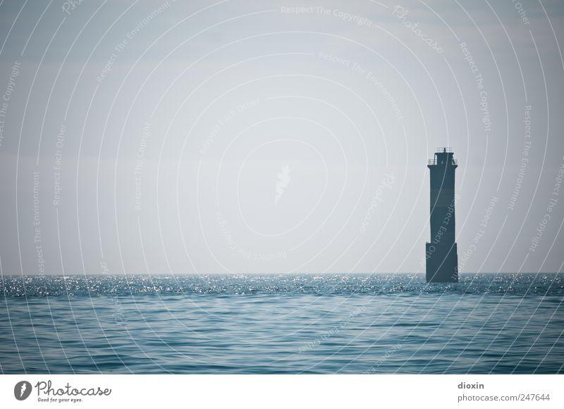 Phare de Kéréon Himmel Wasser alt Ferien & Urlaub & Reisen Meer Ferne Küste Wellen Horizont Ausflug Insel Tourismus authentisch Turm Bauwerk Schifffahrt