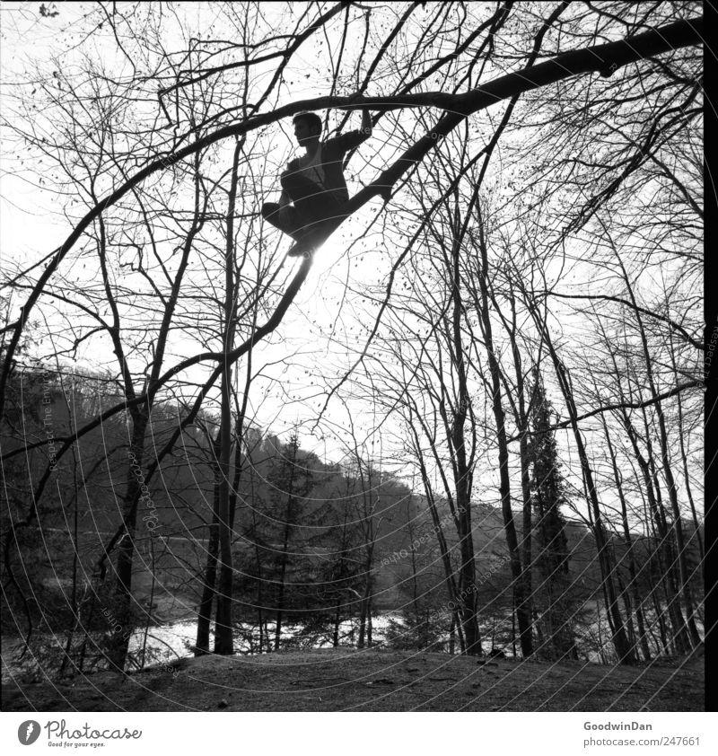 Abenteuer. Mensch maskulin Freundschaft 1 Umwelt Natur Pflanze Baum Blume Gras Sträucher Wald Fluss Isar hocken dünn authentisch groß hoch verrückt Stimmung