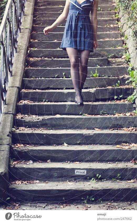 make the world a catwalk Mensch Jugendliche blau schön Erwachsene feminin Stil Mode elegant gehen laufen Treppe einzigartig Kleid geheimnisvoll