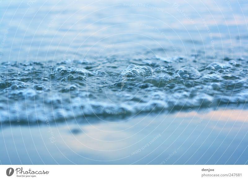 Wasserstand Strand Meer Wellen Umwelt Natur Wassertropfen Sommer Küste Flussufer Stadtrand Menschenleer Sand Tropfen Schwimmen & Baden Bewegung entdecken Blick