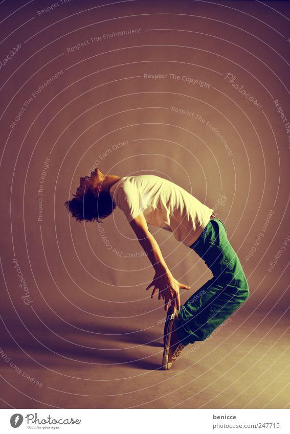 D Mann Mensch Tanzen Tanzveranstaltung biegen gekrümmt Tanztheater Ausdruckstänzer stehen Einsamkeit Isoliert (Position) schreien Jugendliche Breakdancer Tänzer