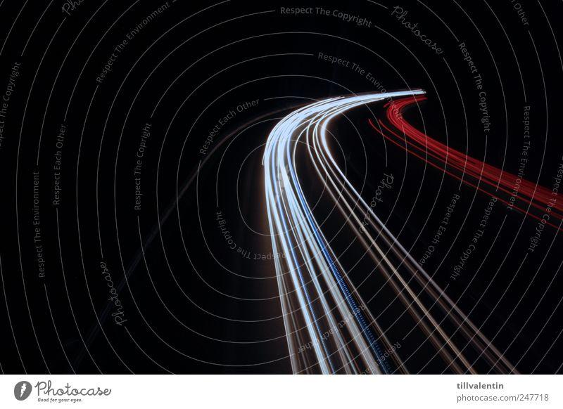schwarz. weiß. rot. Verkehr Verkehrsmittel Verkehrswege Straßenverkehr Autofahren Autobahn Fahrzeug PKW Arbeit & Erwerbstätigkeit gelb Farbfoto Außenaufnahme