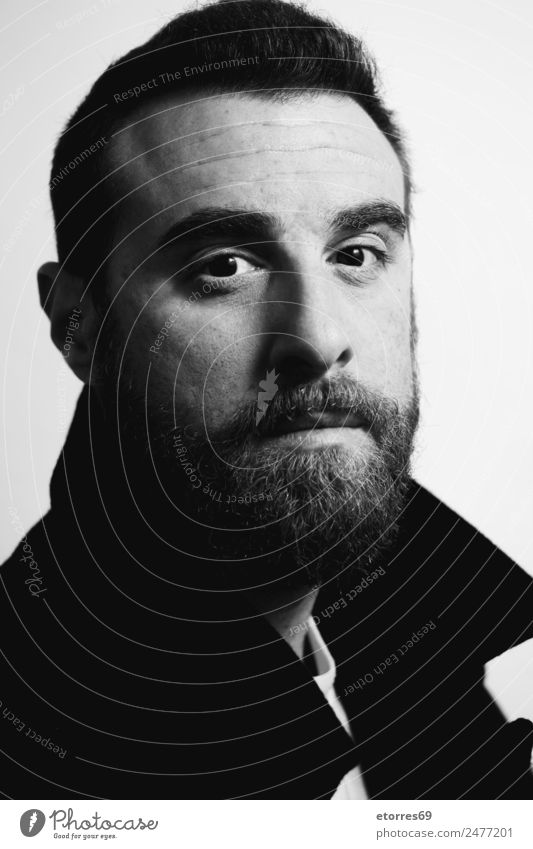 Porträt eines jungen Mannes. maskulin Junger Mann Jugendliche Erwachsene Kopf Gesicht Auge Ohr Nase Mund Lippen Bart Mensch 18-30 Jahre Mode Haare & Frisuren