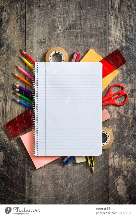 Zurück zur Schule Bildung Klassenraum Studium Arbeitsplatz Papier Zettel Schreibstift streichen blau braun mehrfarbig gelb rot weiß Notebook Farbstift Bleistift
