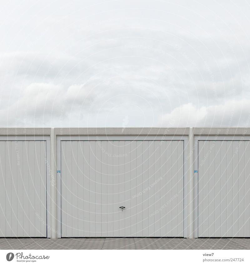 Garage Natur Himmel Wolken Wetter Industrieanlage Bauwerk Gebäude Mauer Wand Fassade Tür Dach Stein Beton Metall Linie Streifen authentisch dunkel einfach nah