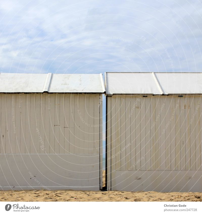 Pärchen Ferien & Urlaub & Reisen Tourismus Ausflug Ferne Freiheit Sommer Sommerurlaub Sonnenbad Strand Meer Insel Haus Paar Menschenleer Hütte Bauwerk Gebäude