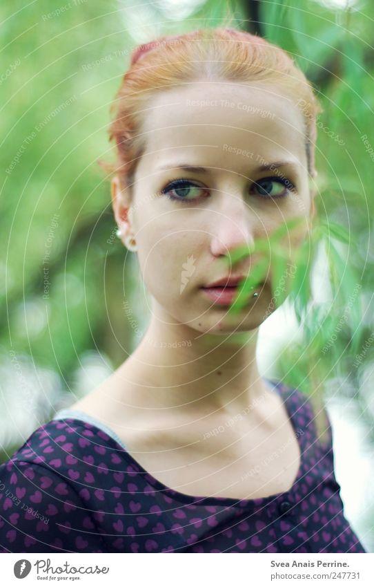 wachsen.. Mensch Jugendliche Baum Pflanze Erwachsene Gesicht feminin Kopf Haare & Frisuren träumen Park außergewöhnlich Hoffnung einzigartig 18-30 Jahre Kleid