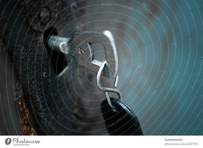Drehmoment alt schwarz dunkel Metall dreckig Tür glänzend einfach Sicherheit Ziffern & Zahlen neu Neugier geheimnisvoll nah Rost hängen
