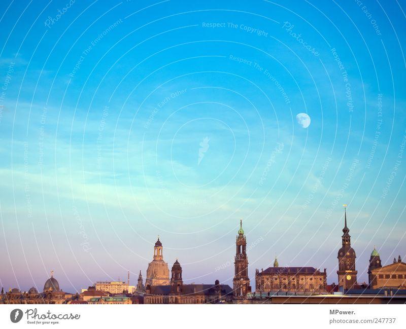 DD Stadt Hauptstadt Altstadt Bauwerk Sehenswürdigkeit Wahrzeichen Denkmal Kultur Dresden Sachsen Frauenkirche Religion & Glaube Kirchturmspitze Mond Himmel